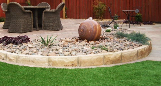 water-feature-and-garden-border