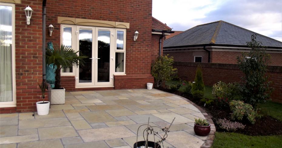 patio-extension-into-garden