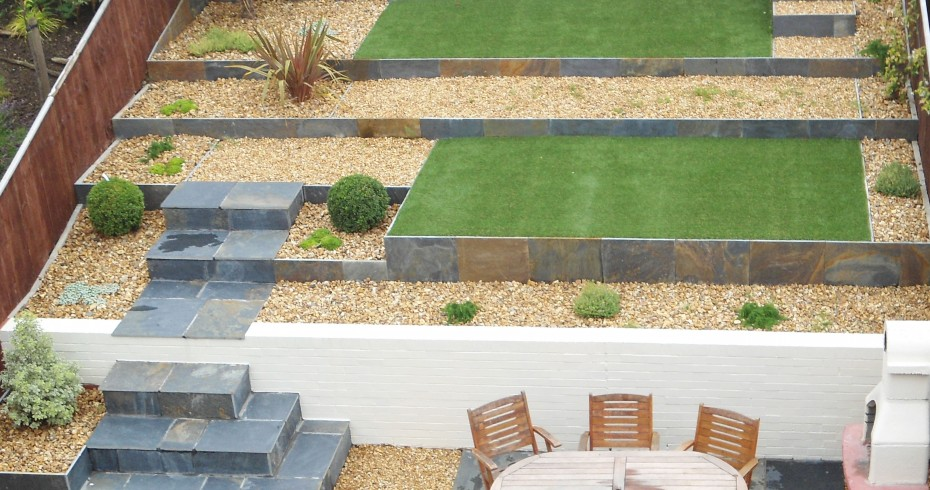 Complete-back-terrace-garden-with-paving