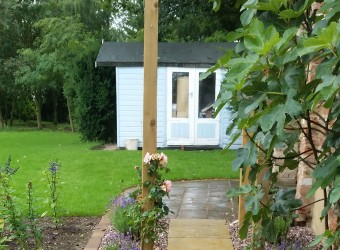 Completed-Garden-Design-Paving-and-Hut