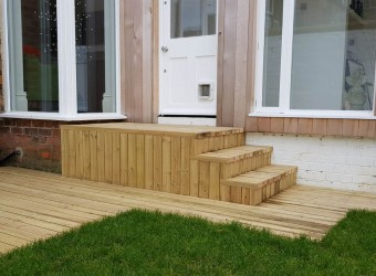 Finished-Garden-with-Decking