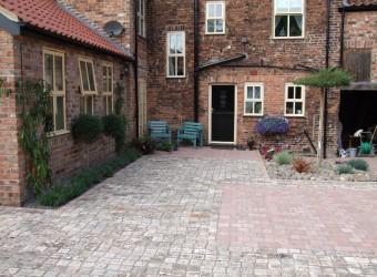 sett courtyard