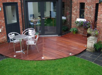 decking-with-floor-lighting