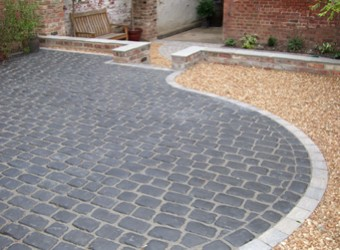 curved-block-paving-driveway